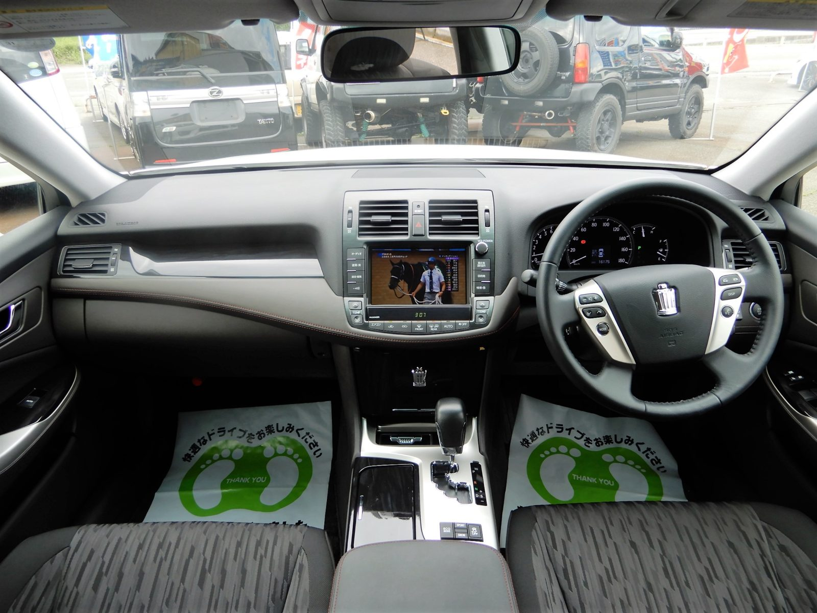 車内も高級感溢れる感じです。
