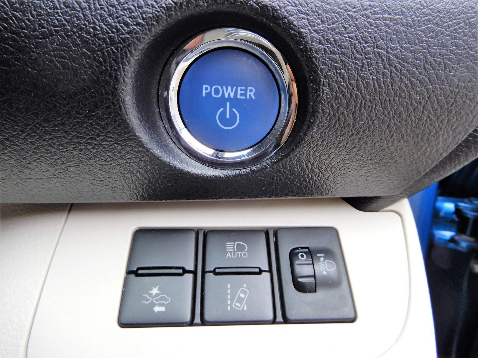 衝突安全装備!!燃費も良く安全でたくさん乗れる車両です。