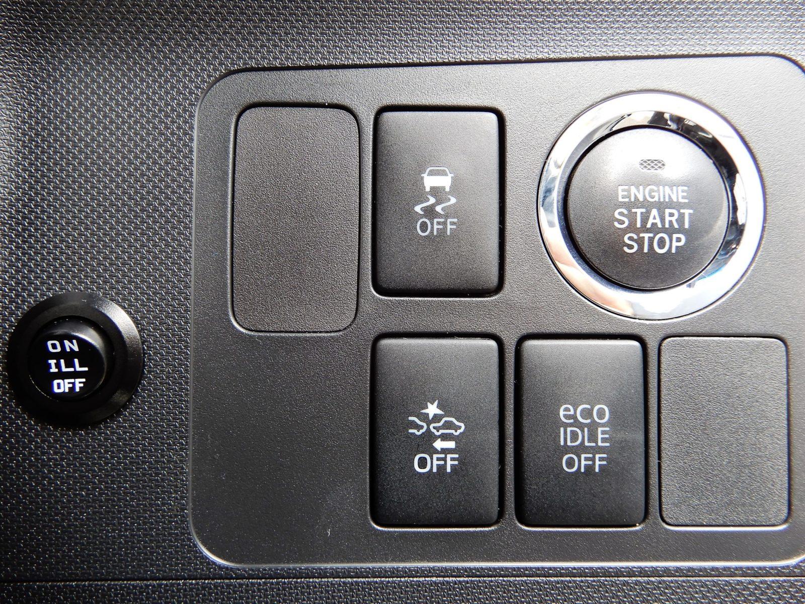 スマートアシスト&エコアイドル装備!!スマートキーですのでエンジン始動もワンプッシュです!!