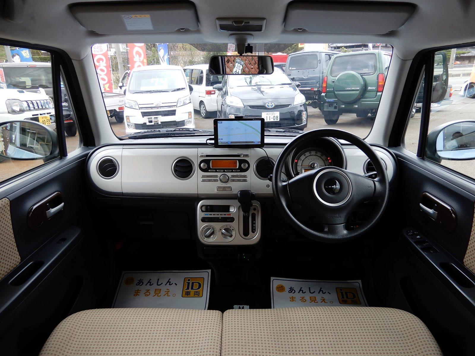 車内もかわいくシートもベンチしーとです!!