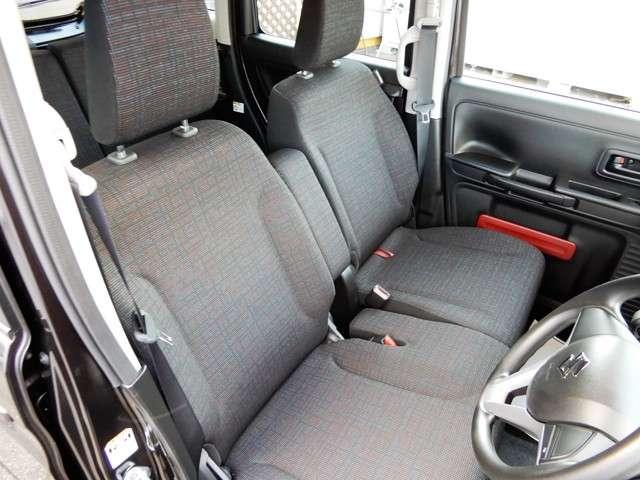 シートもベンチシートでまったり、ゆったり運転できます!!